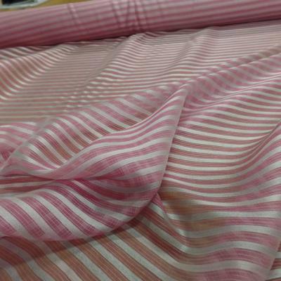 Mousseline de soie rose faconne rayures blanche