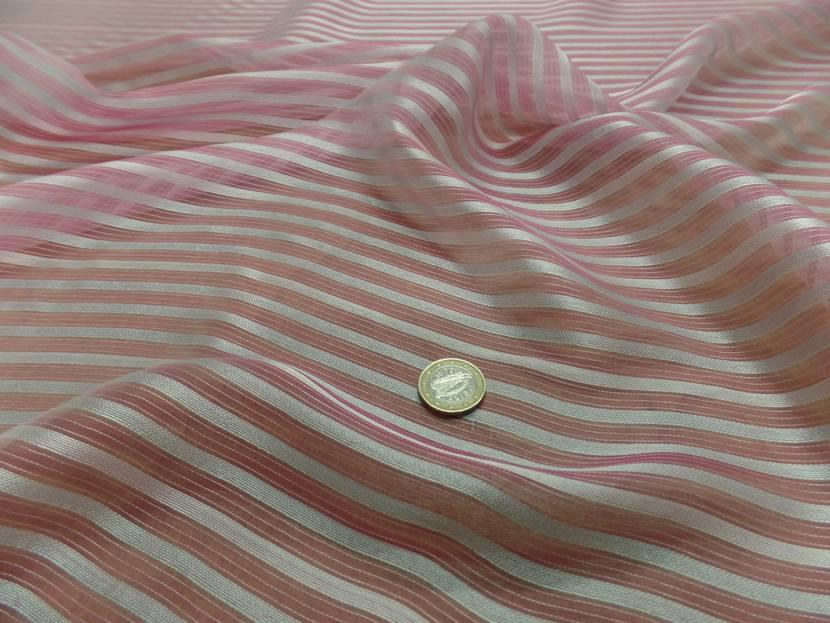 Mousseline de soie rose faconne rayures blanche7
