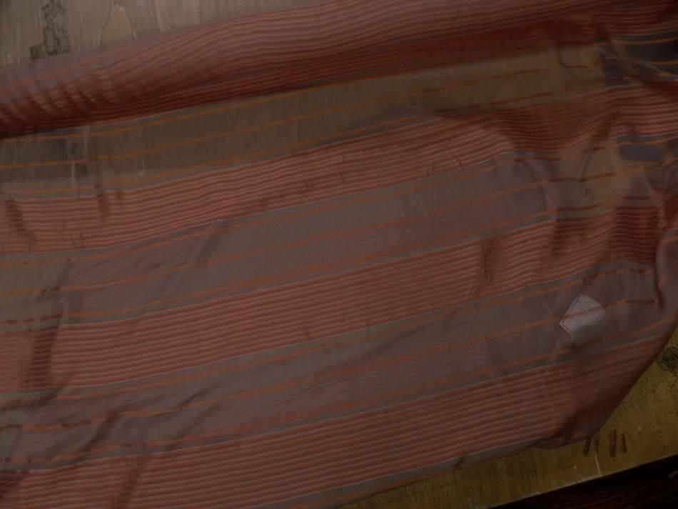 achat mousseline de soie taupe a motifs bandes brodé en relief ton cuivre