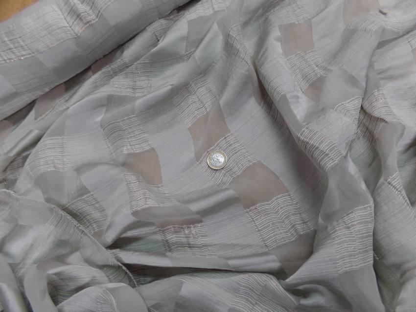 Mousseline de soie vert d eau faconne carreaux lurex dore