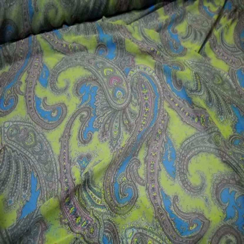 Mousseline imprime en polyester motifs cachemire ton anis2