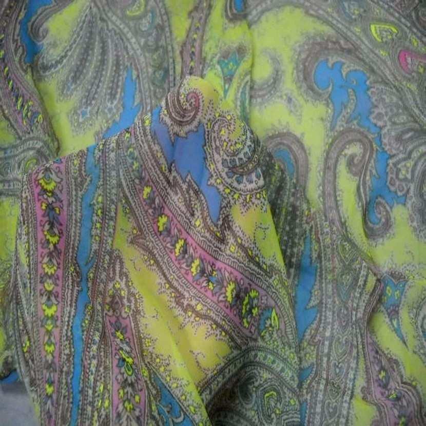 Mousseline imprime en polyester motifs cachemire ton anis3