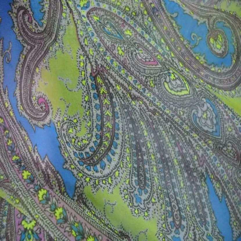 Mousseline imprime en polyester motifs cachemire ton anis4