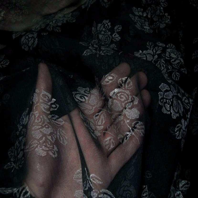 Mousseline ton noire imprime fleurs1