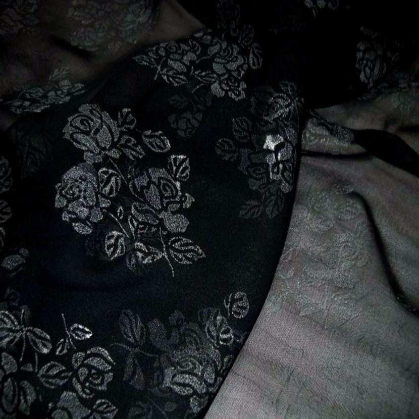 Mousseline ton noire imprime fleurs5