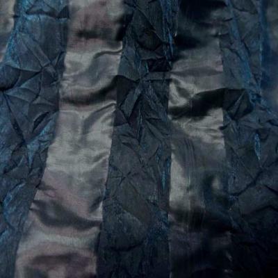 Organza a motifs bandes froisse permanent ton bleu canard