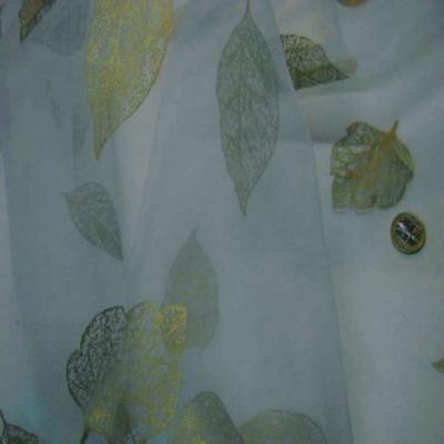 Organza bleu imprime feuille dore