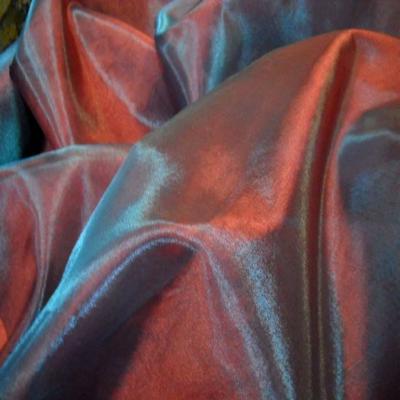 Organza changeant rouge vermillon reflets bleu en 2 90m