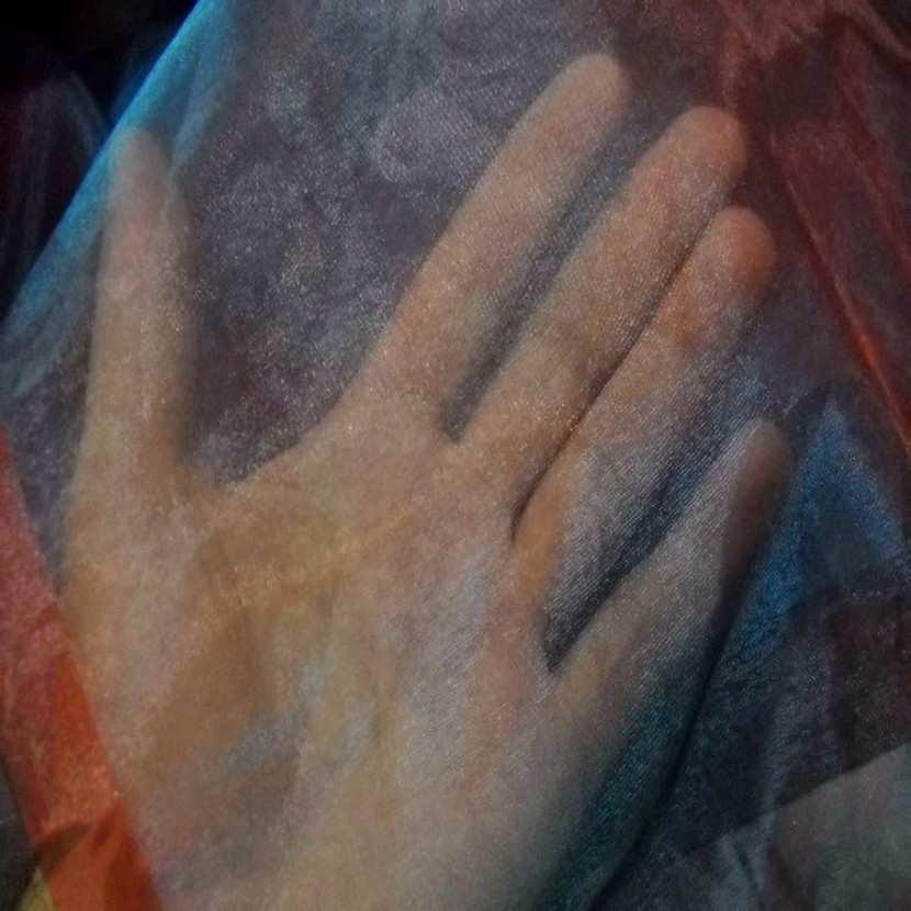 Organza changeant rouge vermillon reflets bleu en 2 90m1