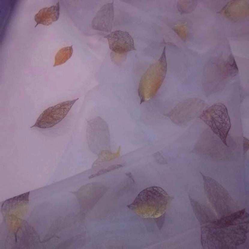 Organza mauve imprime feuille dore7
