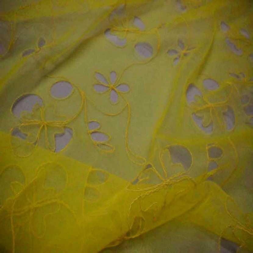 Organza ton jaune a motifs ajoures1