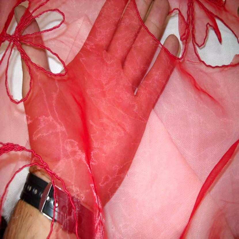 Organza ton rouge a motifs ajoures7