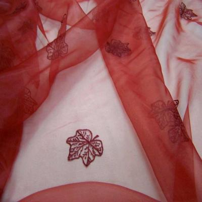 Organza ton rouge brode
