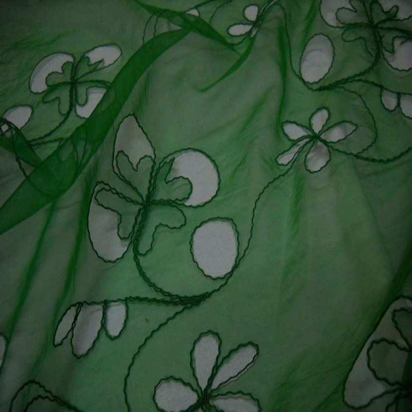 Organza ton vert a motifs ajoures