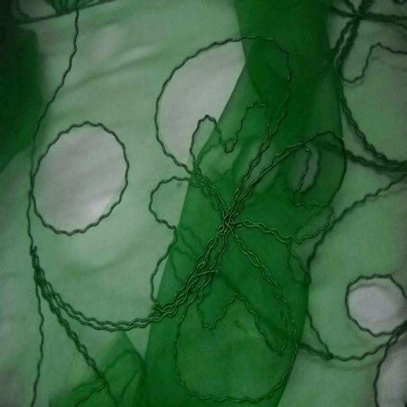Organza ton vert a motifs ajoures6