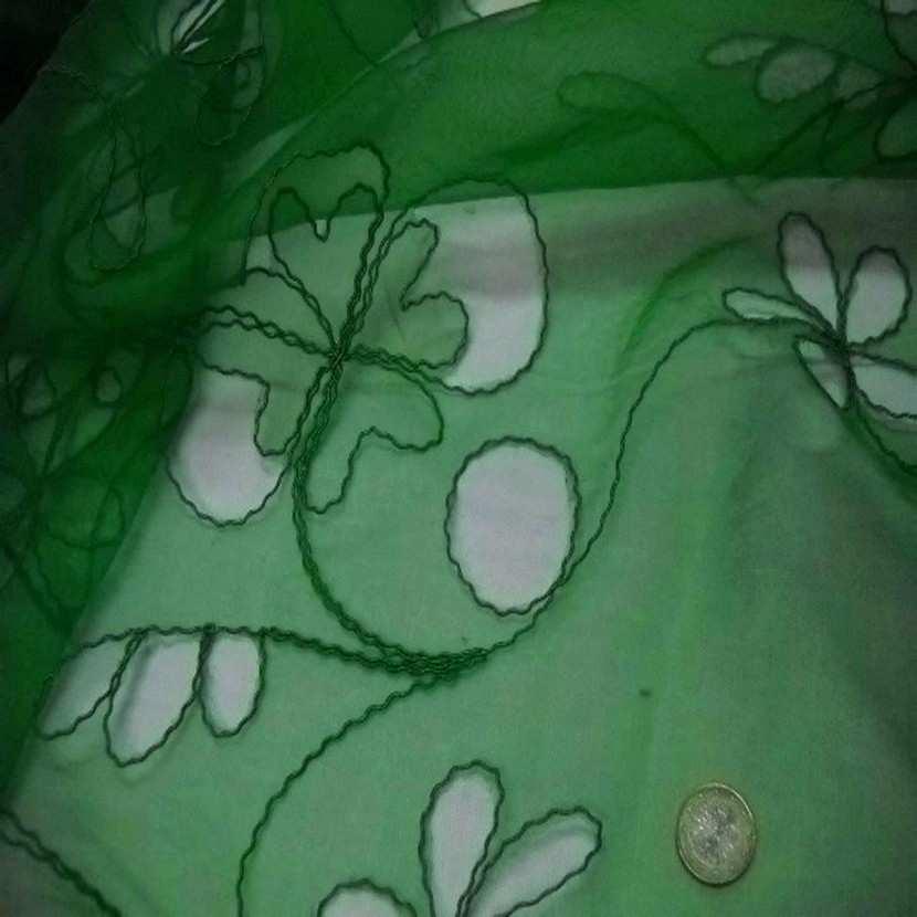 Organza ton vert a motifs ajoures9