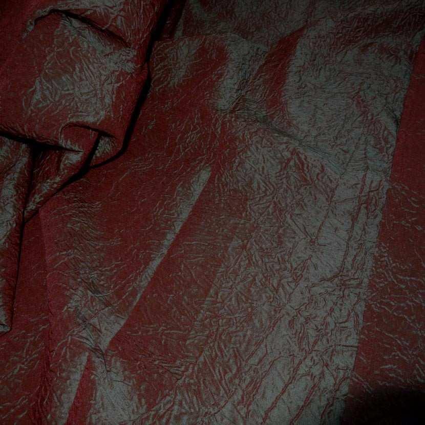 Panneau de taffetas froisse changeant rouge vert 2 10m sur 1 50m02