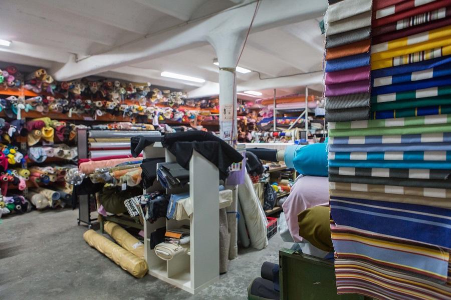 Photos de l interieur du local de textiles pas cher la caverne aux mille tissus sur marseille