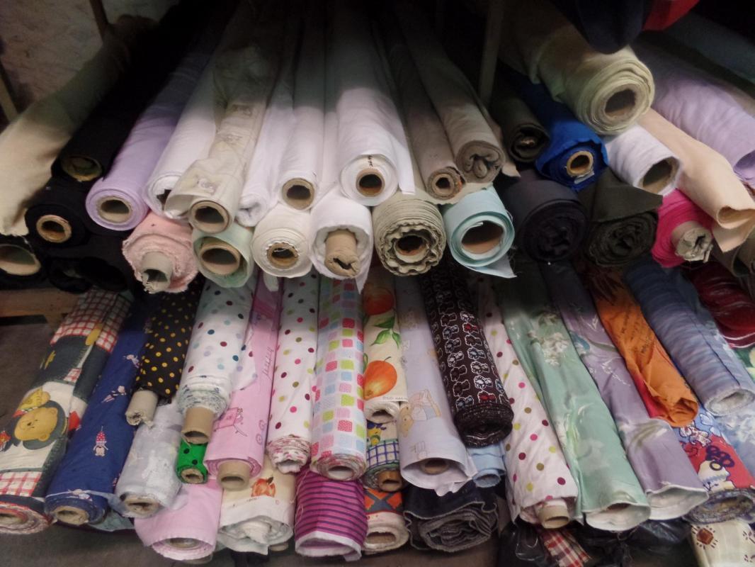 Photos des tissus en coton uni et imprime pas cher a la caverne aux 1001 tissus sur marseille