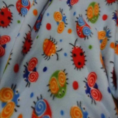 Polaire avec touche doudou bleu a motifs coccinelles7