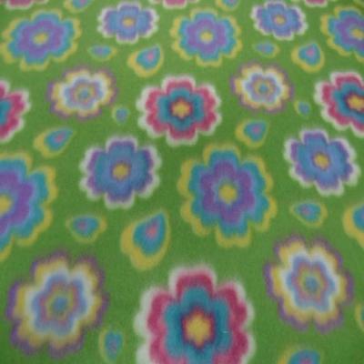 Polaire avec touche doudou verte a motifs fleurs5