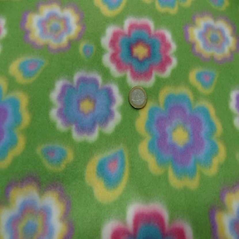 Polaire avec touche doudou verte a motifs fleurs6