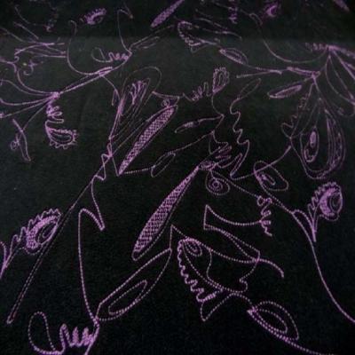 Polaire noire brode a motifs ton lilas5