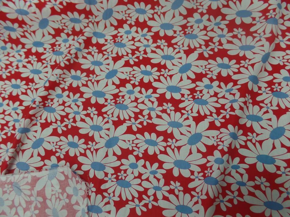 tissu popeline coton rouge imprime fleurs blanche et bleu
