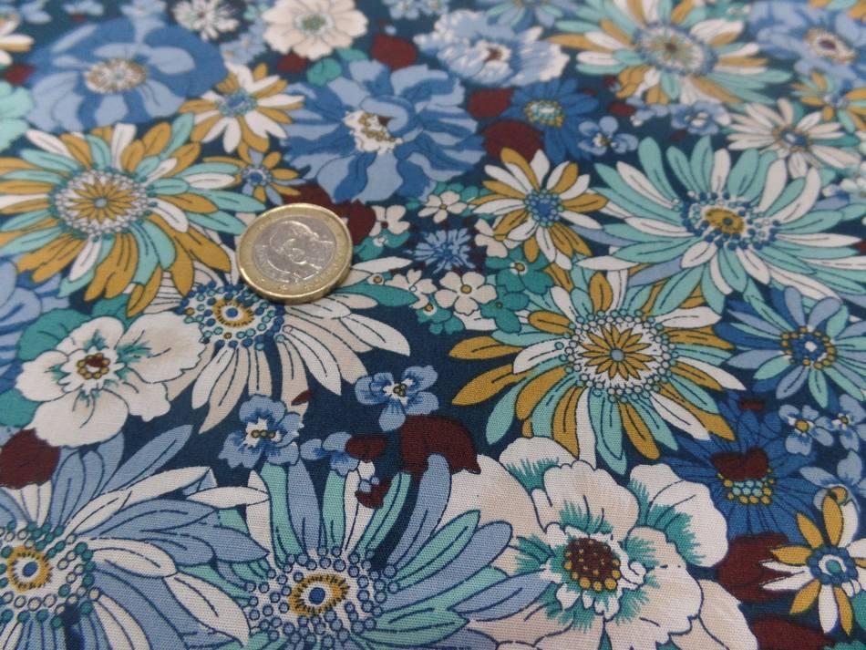 tissu popeline coton 100 imprime fleurs ton bleu blanc vert