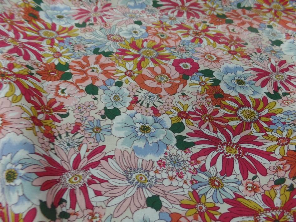 popeline coton 100% imprimé fleurs ton rouge,orange,bleu