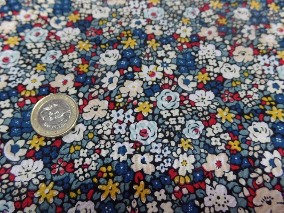 Popeline coton imprime liberty fleurs blanc bleu jaune et rouge1