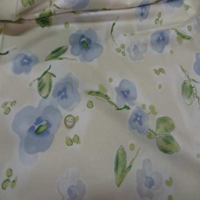 Popeline coton lycra beige imprime fleurs bleu