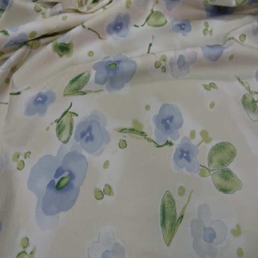Popeline coton lycra beige imprime fleurs bleu4
