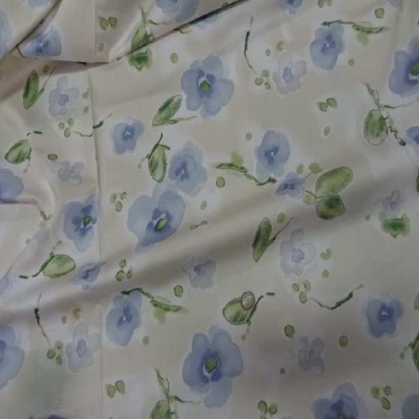 Popeline coton lycra beige imprime fleurs bleu8