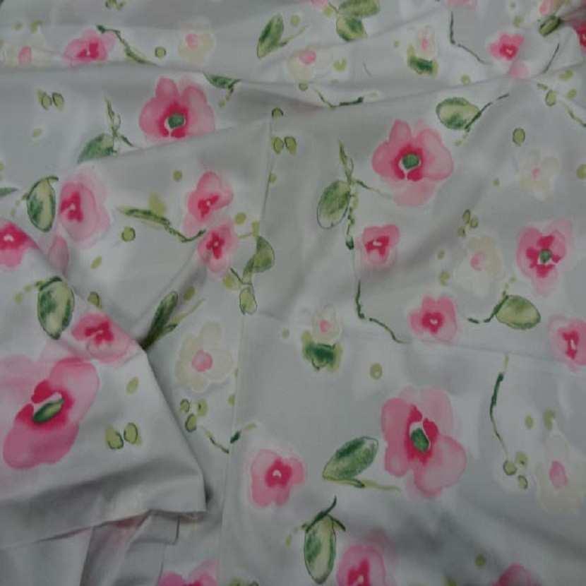 Popeline coton lycra blanche imprime fleurs rose