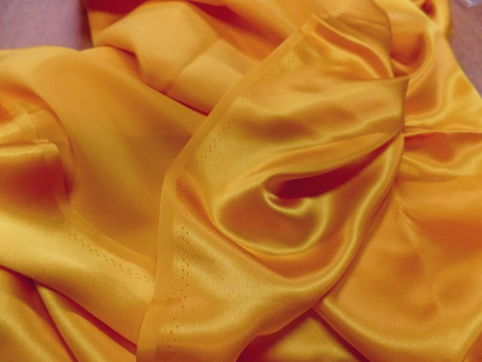 Tissu Satin de soie 100%  jaune dore 0 85m
