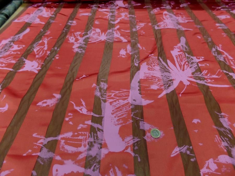 Satin de soie rouge vermillon devore imprime papillon3