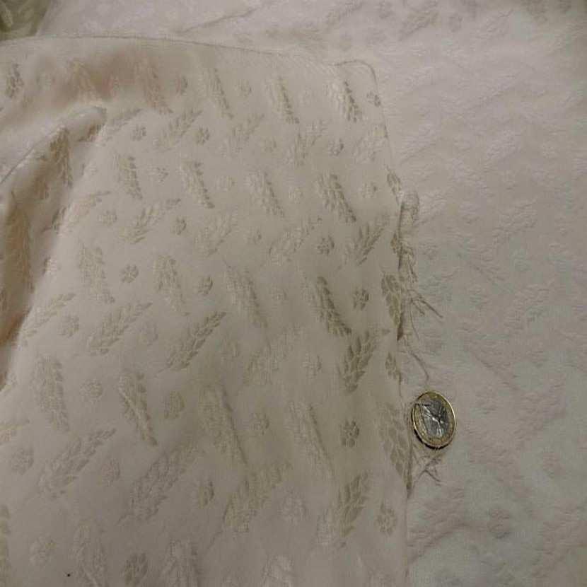 Satin faconne blanc casse beige clair