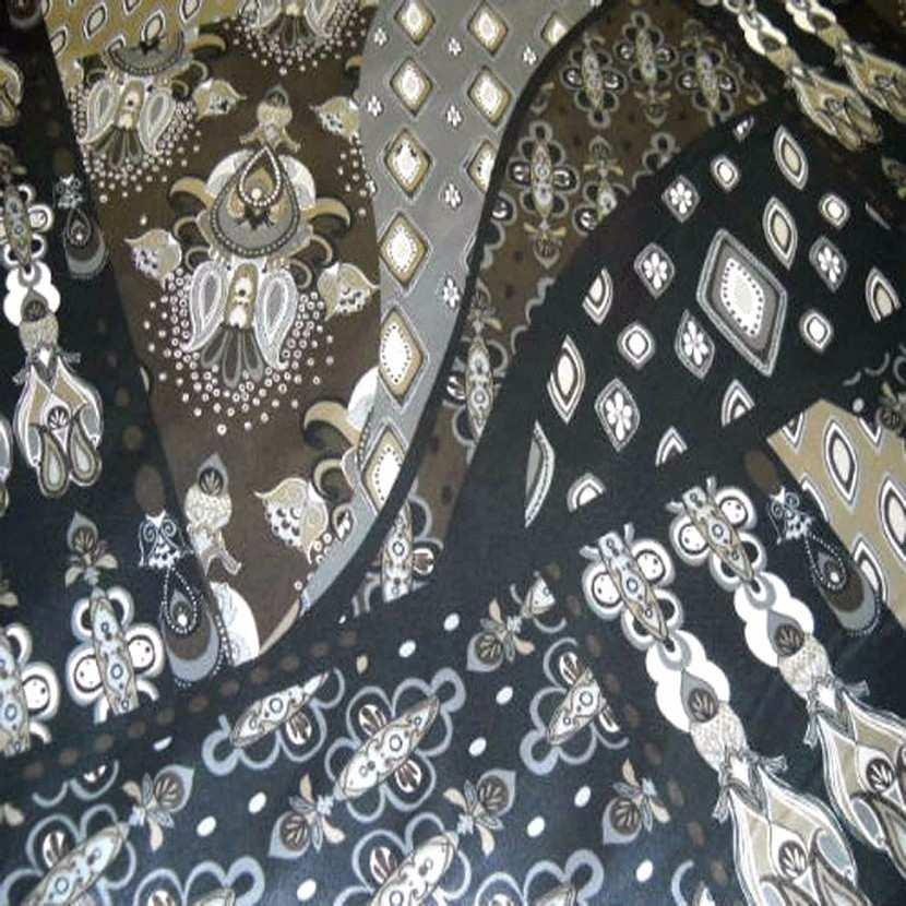 Satin lycra motifs cachemire ton gris noir