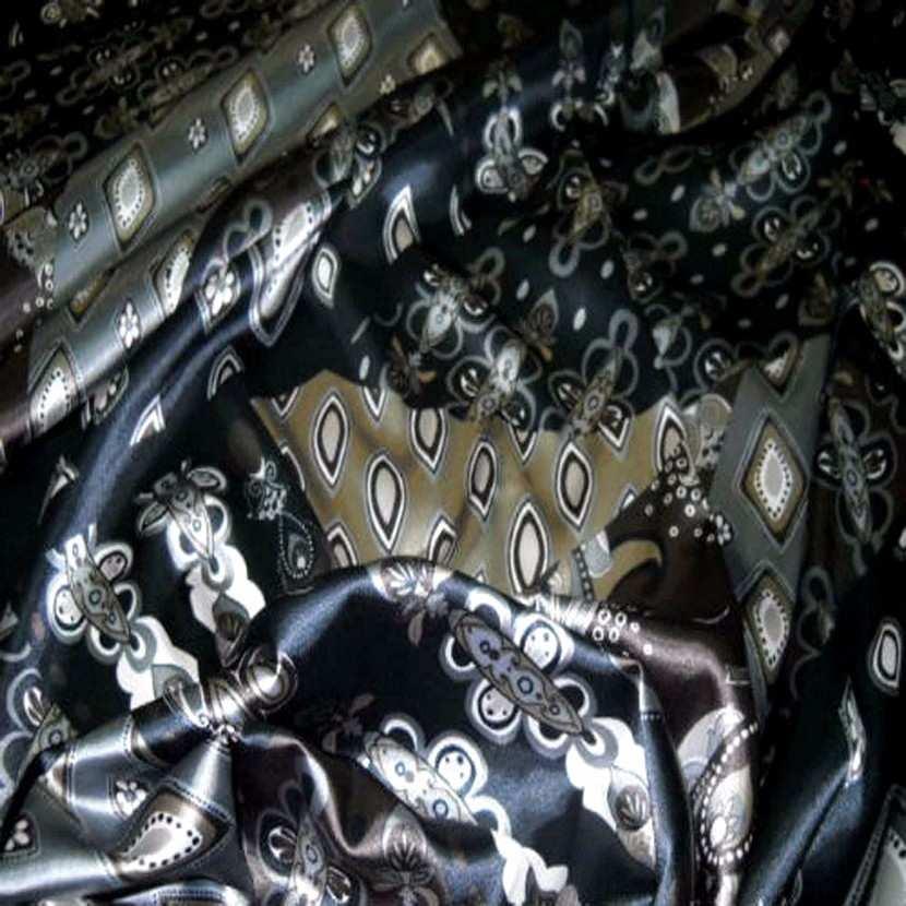 Satin lycra motifs cachemire ton gris noir9