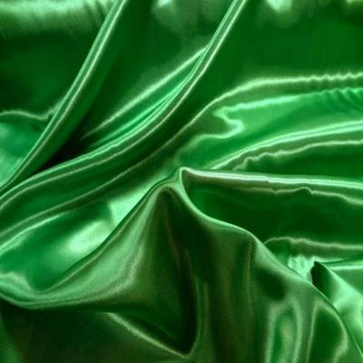 Satin polyester vert en 1 50m de large1