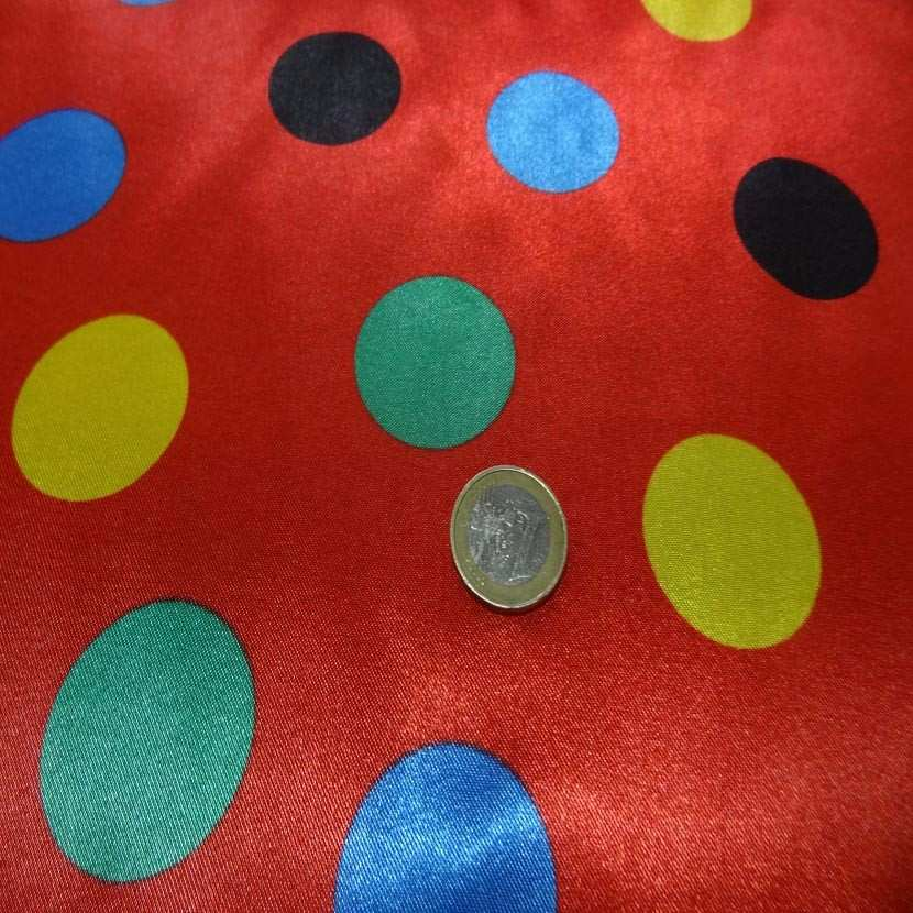 Satin rouge a pois vert bleu jaune noir6