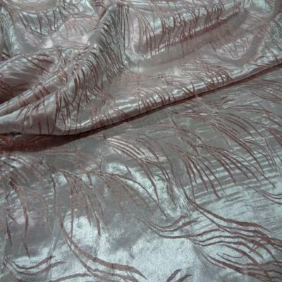 Satin viscose aspect devore vieux rose blanc metallise