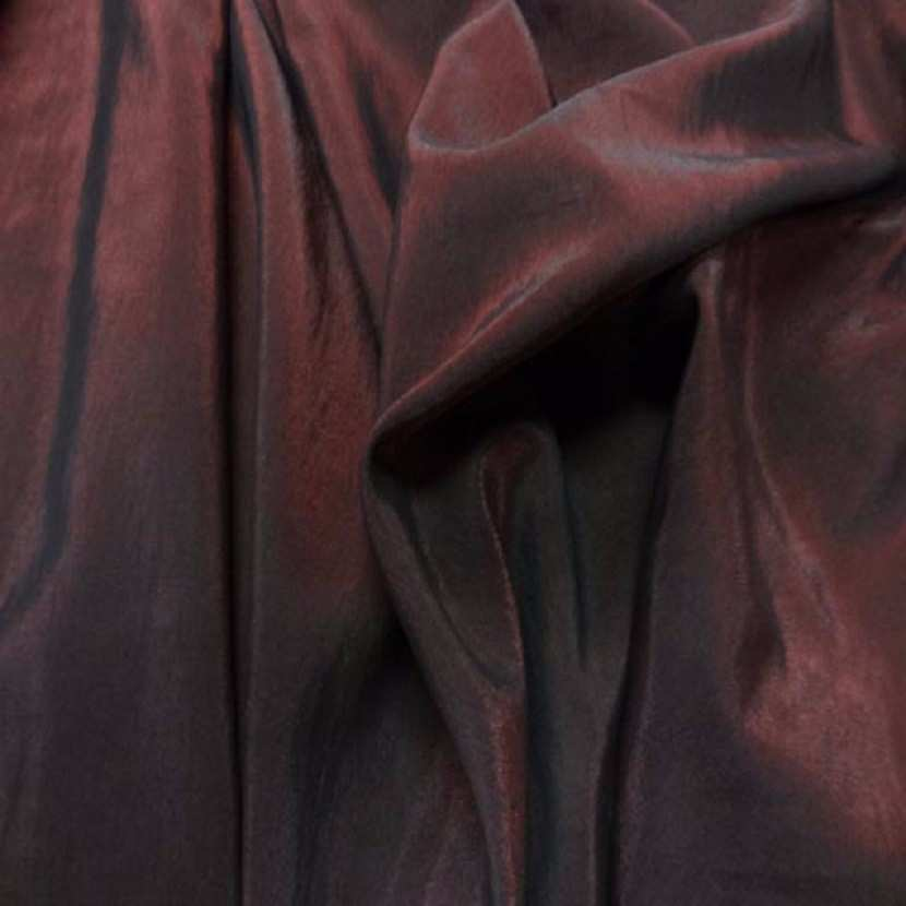 Style taffetas apparence organza ton rouge reflets noir01