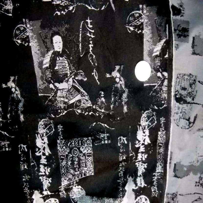 Style taffetas faconne ton gris et noir imprime samourai