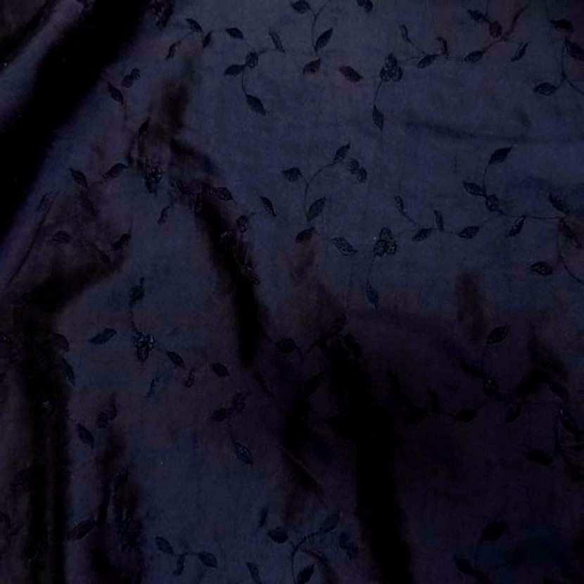 Taffetas bleu a fleurs brodes5