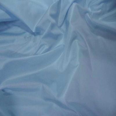 Taffetas bleu clair a reflets