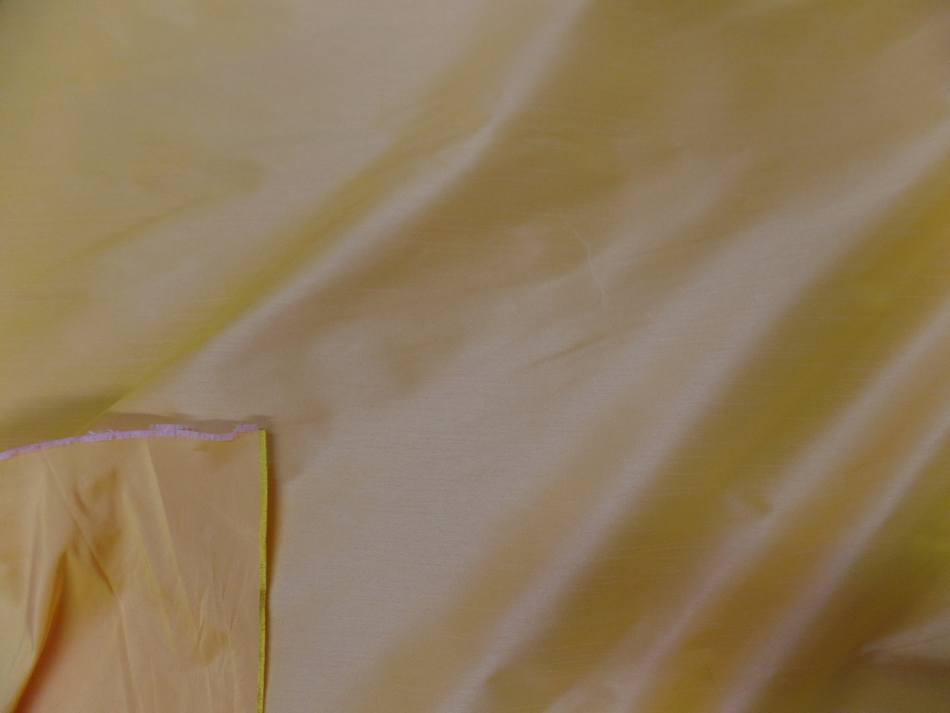 Taffetas changeant jaune a reflets rose1
