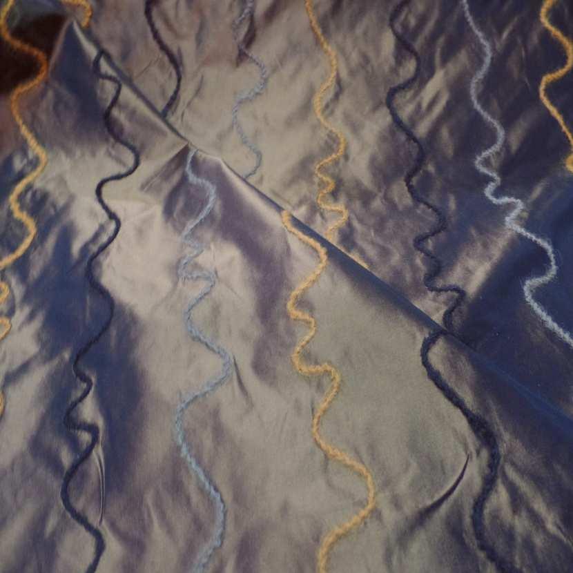 Taffetas changeant rouge jaune a bandes en laine02