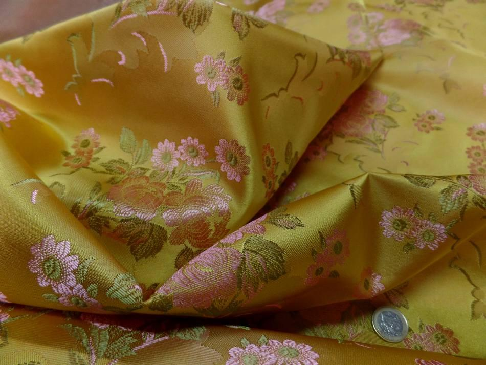Taffetas d ameublement jaune dore brode fleurs ton cuivre et kaki clair